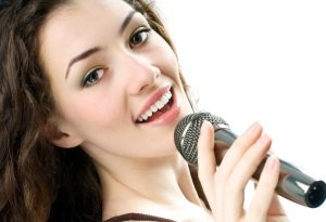 Как научиться красиво петь в домашних условиях, пошагово