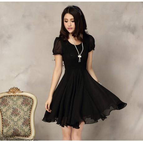 Девушка в чёрном платье