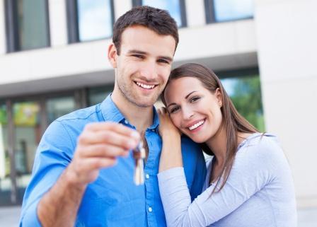 Парень и девушка с ключами